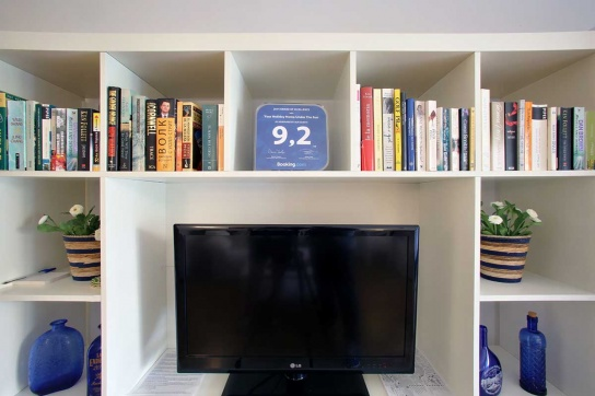 16-TV,-Satellite,-books-&-CDs