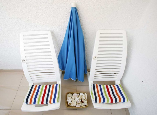 32-Chairs,-towels-&-beach-umbrella