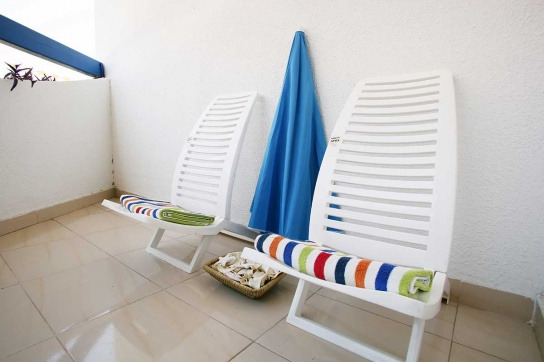 33-Chairs,-towels-&-beach-umbrella