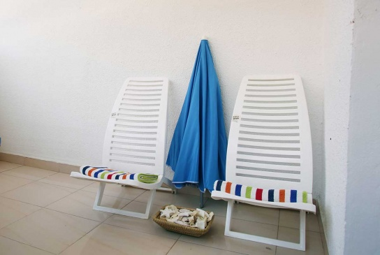 34-Chairs,-towels-&-beach-umbrella